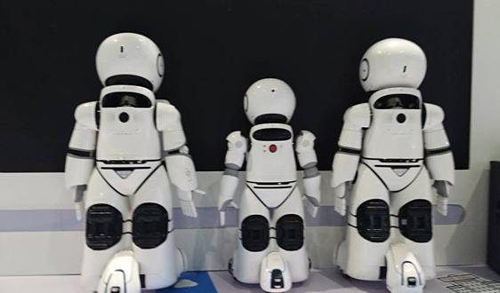 前景分析:多重因素推动下服务机器人发展空间较大