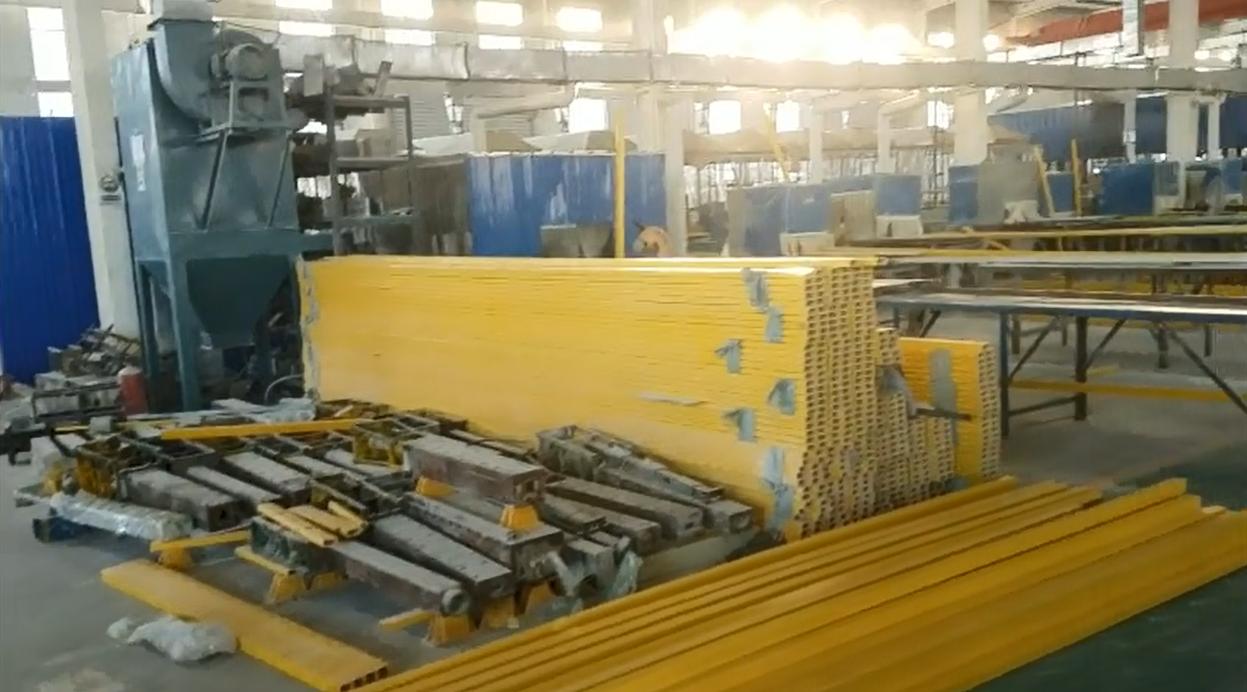 拉挤玻璃钢型材生产现场实拍